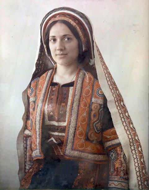 Ramallah woman -betwee...