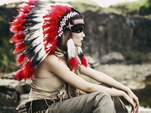 Native-American-Girl-Unique-Hat-and-Dressings-Long-Chicken-Feather-